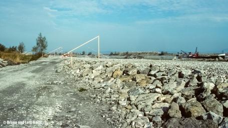 Erhöhung des linken Rheindammes bei ca. Km 91.5 | 28.10.1988 | Foto bereitgestellt von Bruno und Lotti Keist